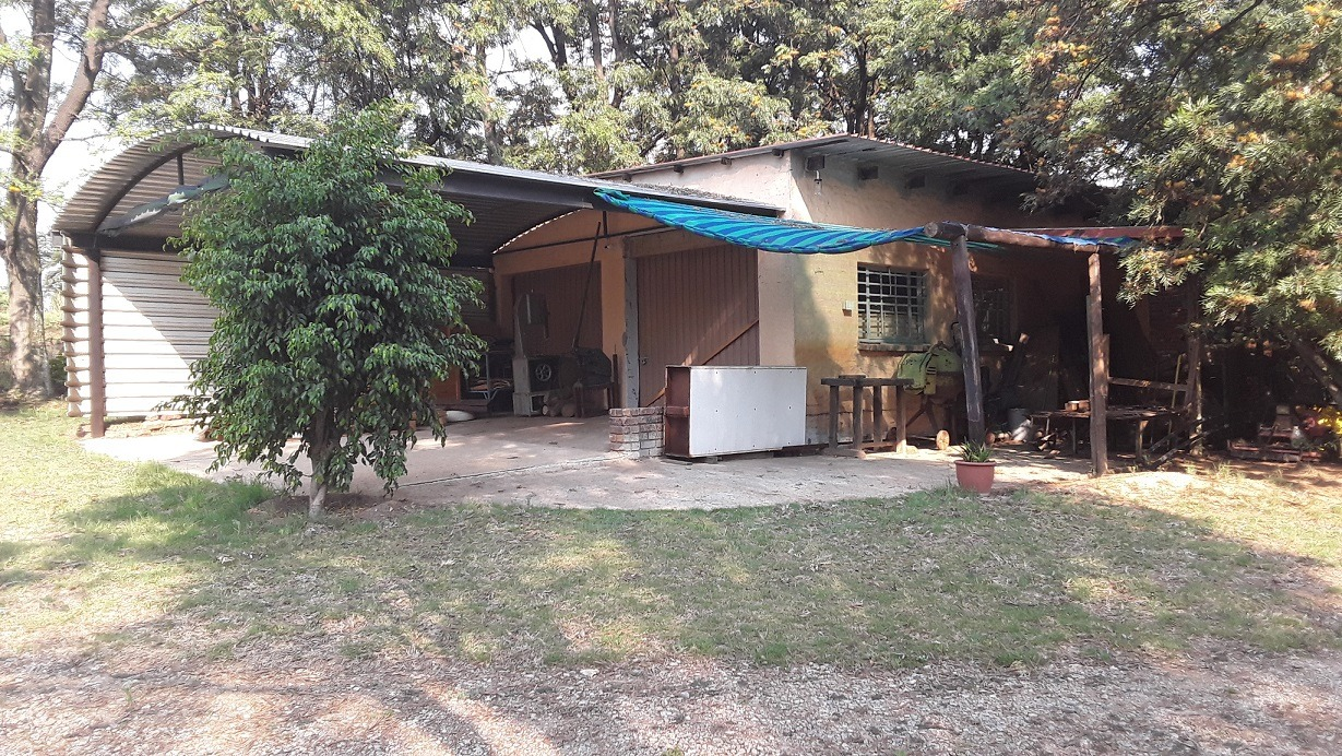 Small Holding For Sale in Mnandi
