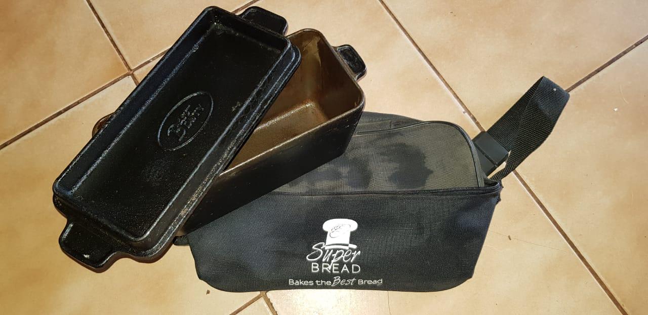Cast iron bread pot