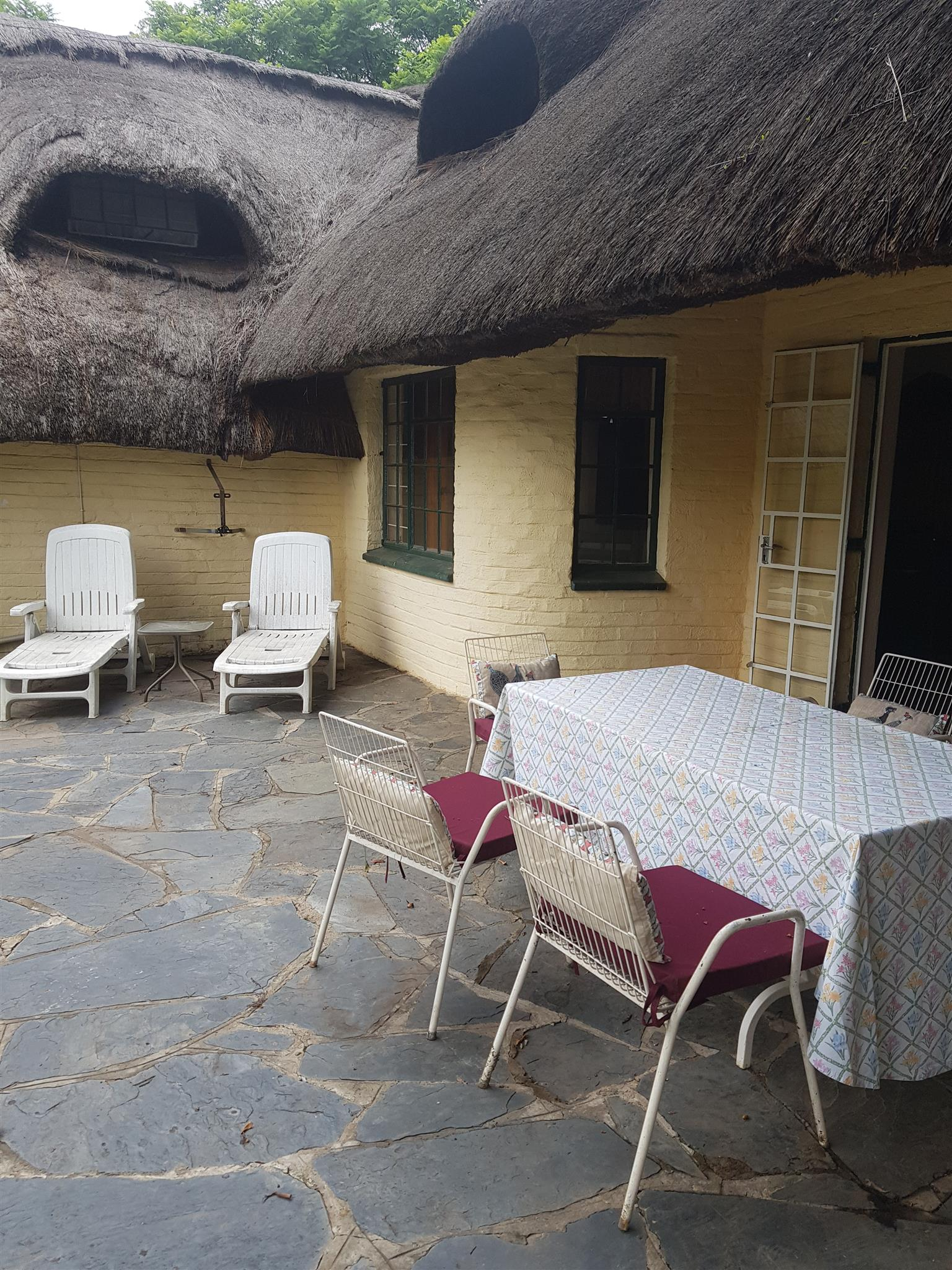 TO LET IN LAEZONIA THATCHED FARM HOUSE