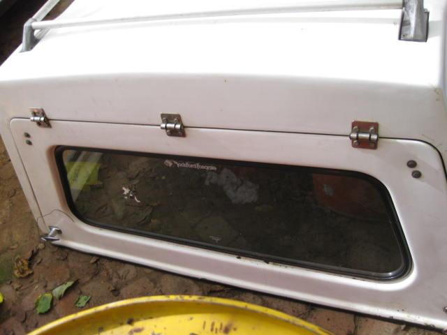 Isuzu KB280 double cab canopy, white,