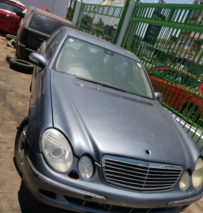 MERCEDES BENZ W211 E200 AUTOMATIC PREFACE FOR STRIPPING