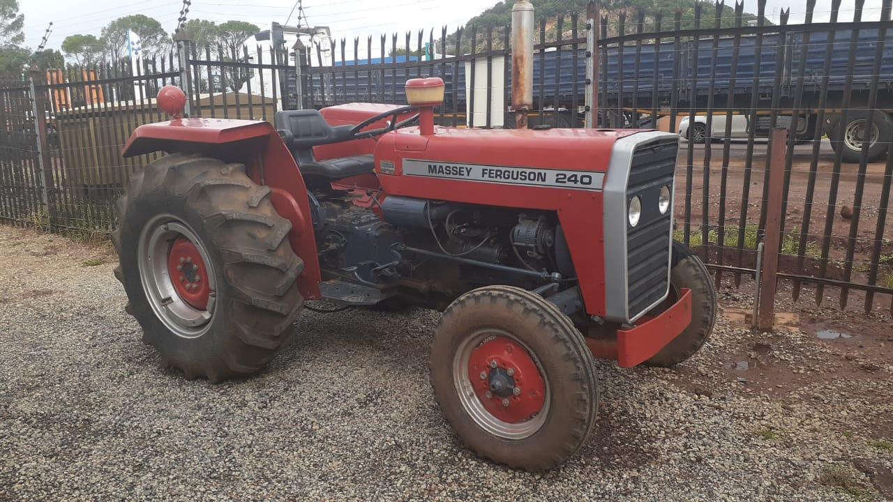 Massey Ferguson (MF) 240 4X2