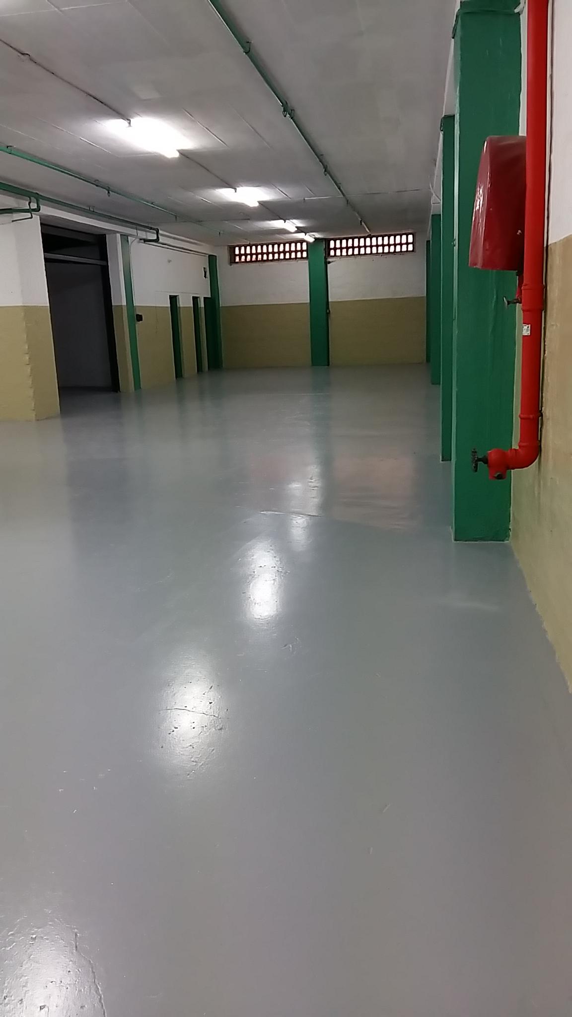 800m2 premises near Argyle Corner with Large roller door access @ R40m2 = R32000pm