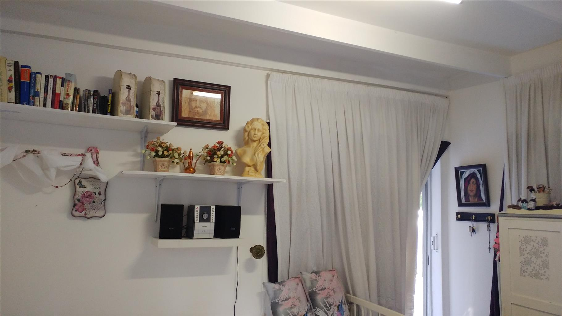 Neat furnished Bachelor in Colbyn