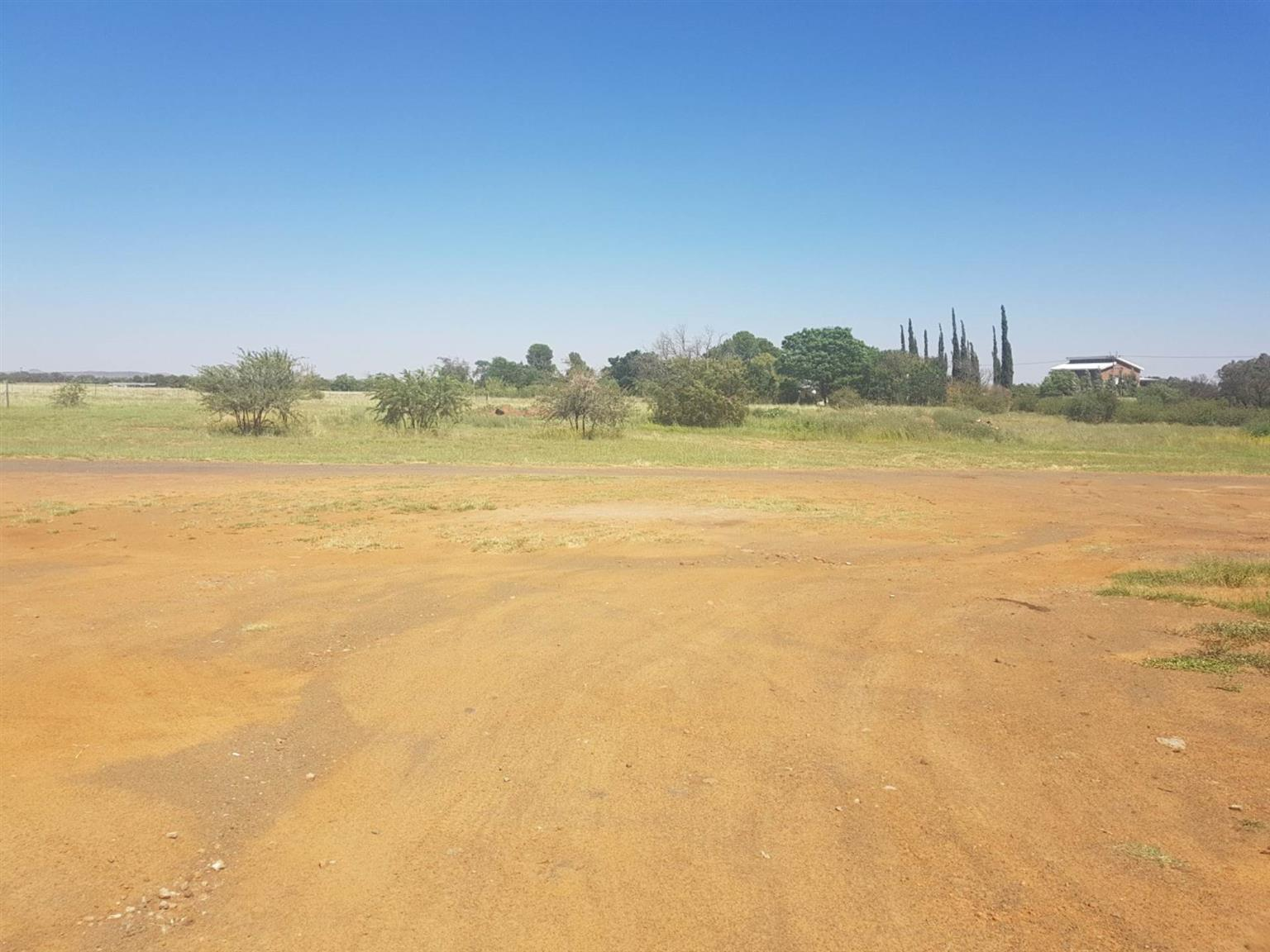 Small Holding For Sale in BAINS VLEI