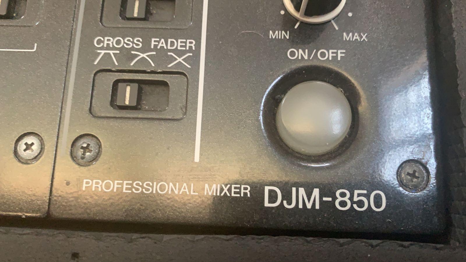 Pioneer CDJs 850 and DJM 850
