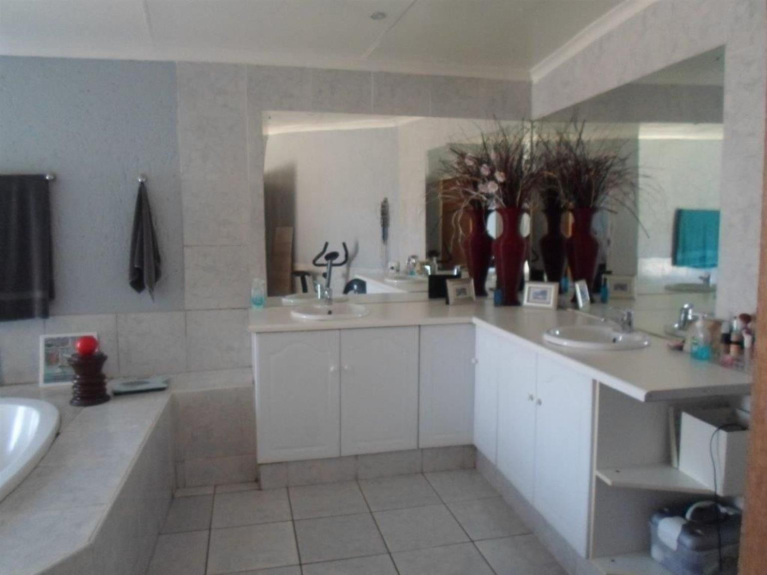 House For Sale in RANGEVIEW