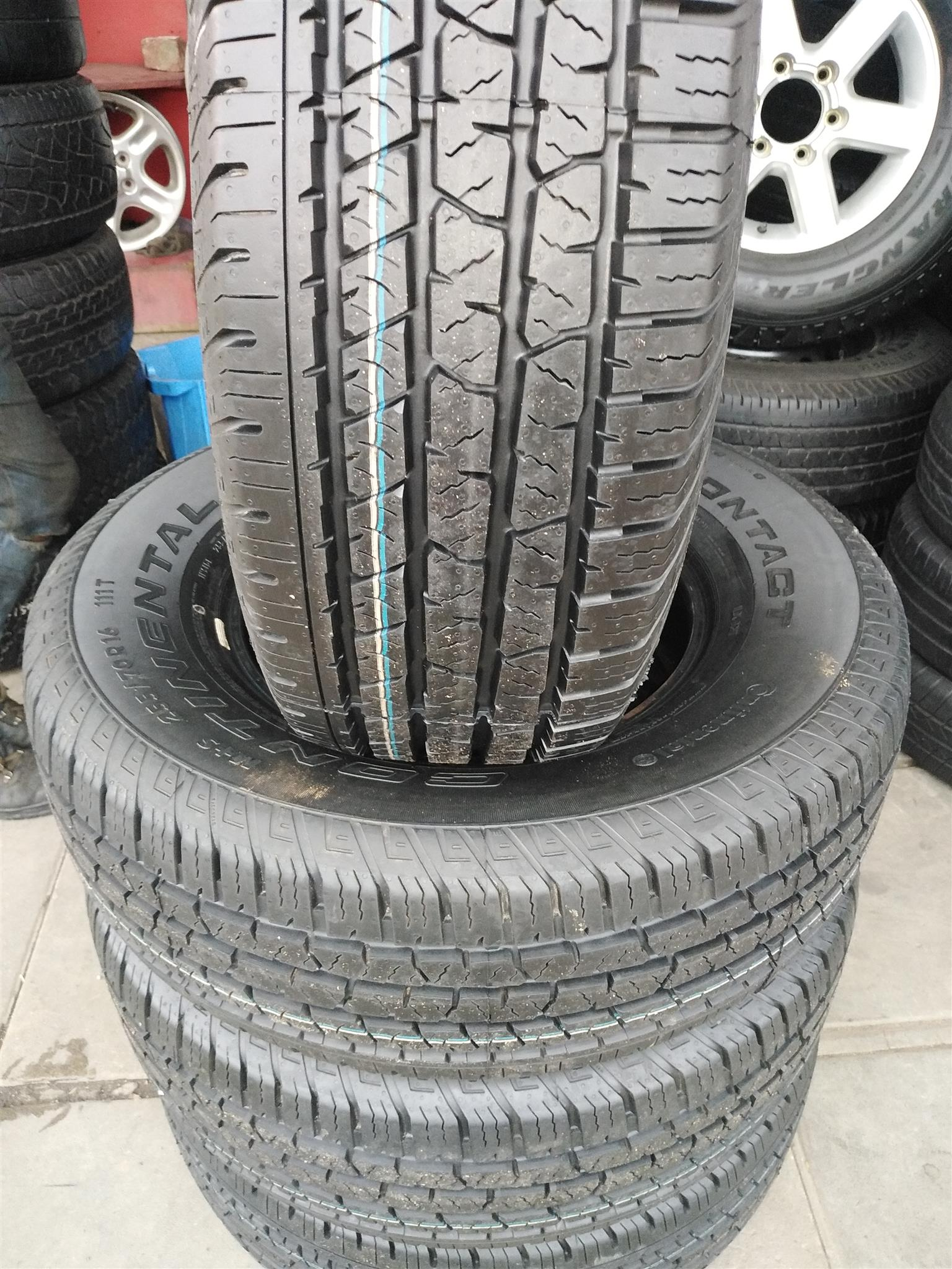 255/70/16 Continental cross contact tyres