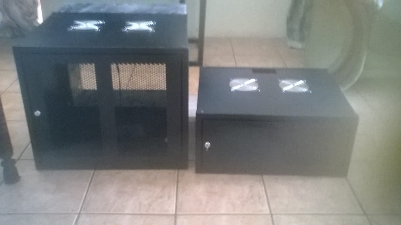 4 U wallbox / server rack / network cabinet for sale. Black with perforated door. WxHxD (mm): 600 x 280 x 450