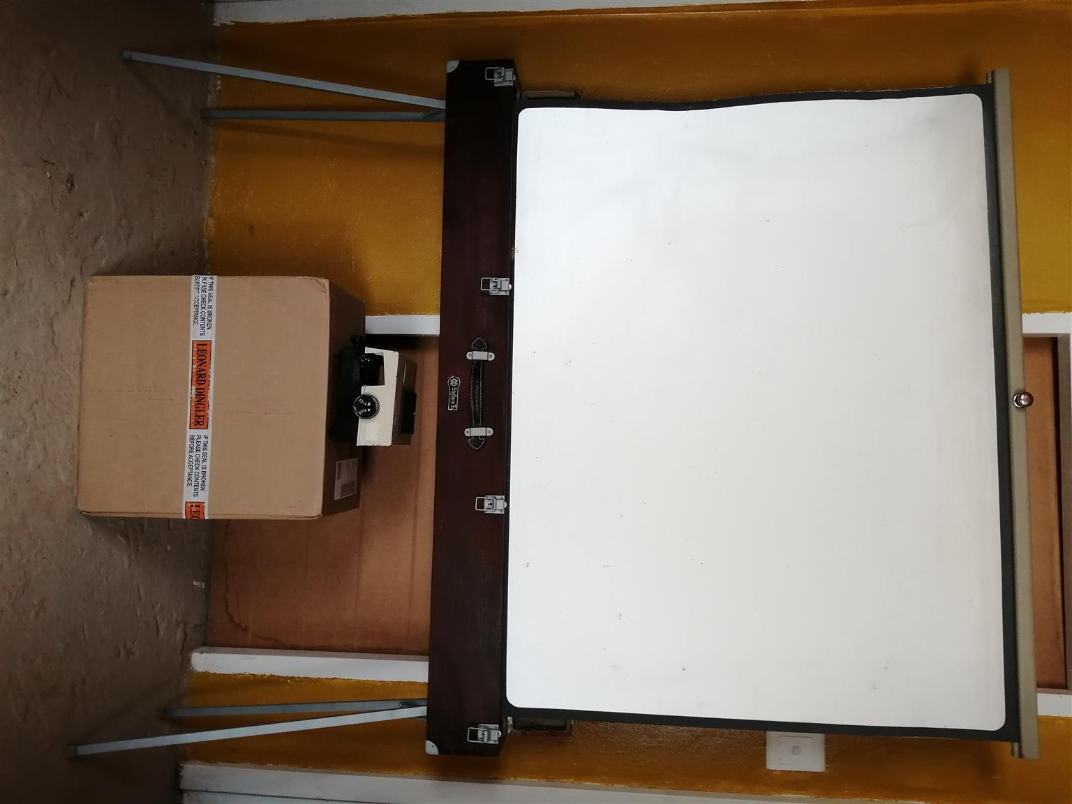 """""""Antique / Collectable Projector Screen & Box For Pictures"""""""