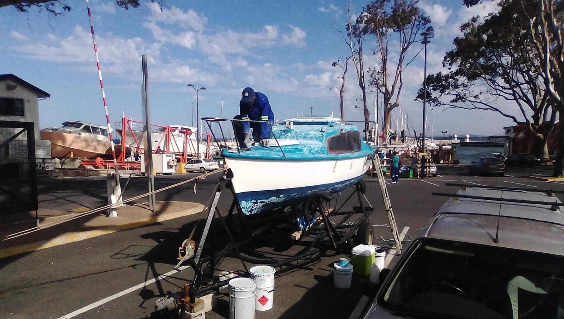 19 Ft C Sharp Fixed Keel Sailboat . Mast . Motor and Sails on Trailer