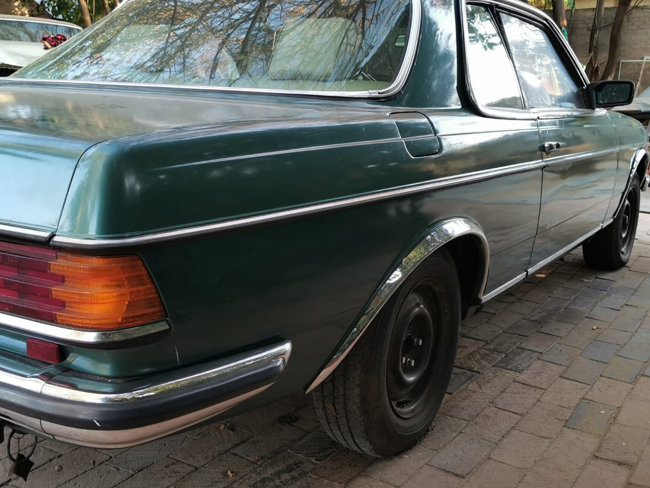 rear screen and drivers window for w123 mercedes- benz