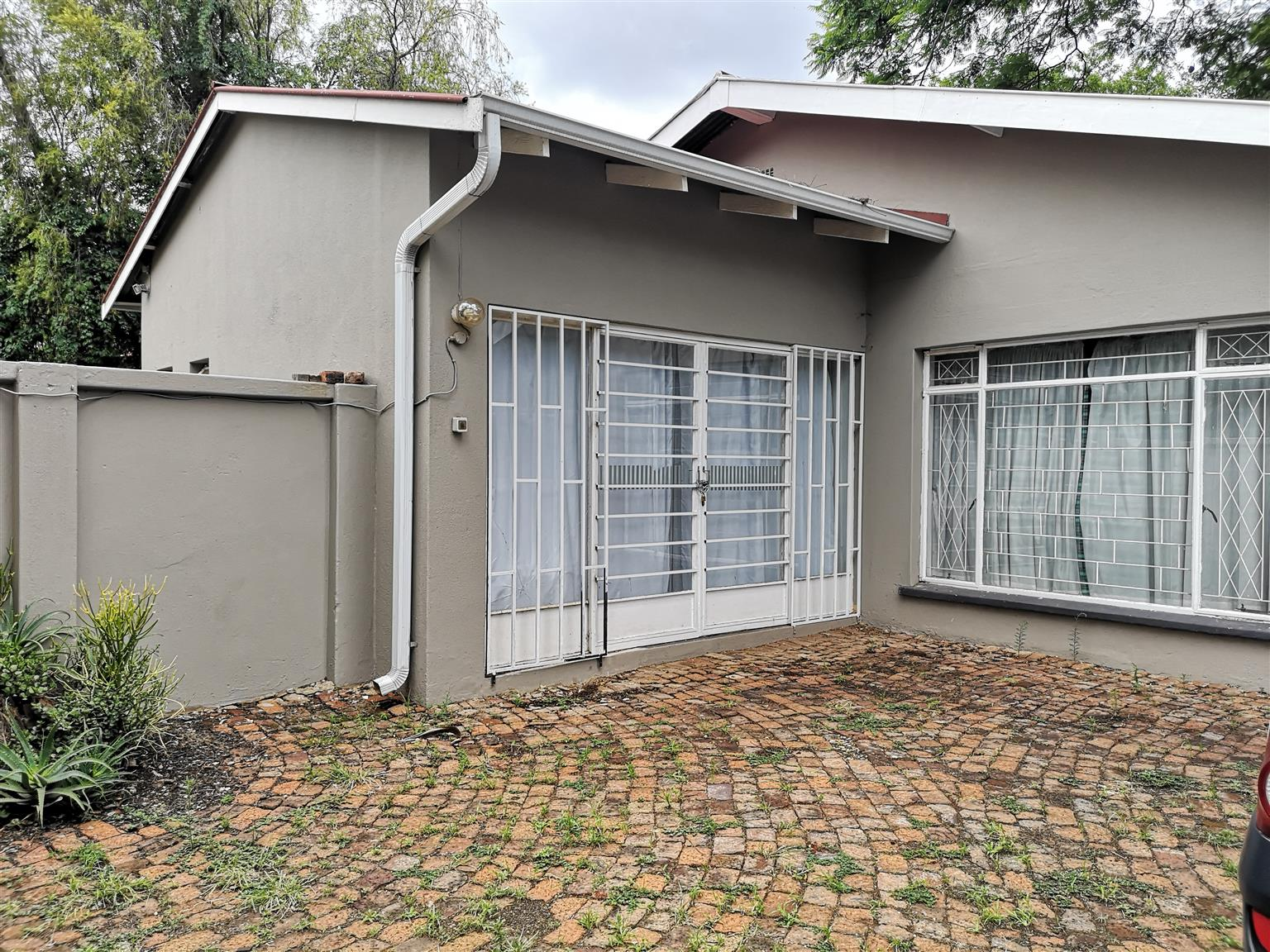 Hatfield commune a must have. House with 5 bedrooms