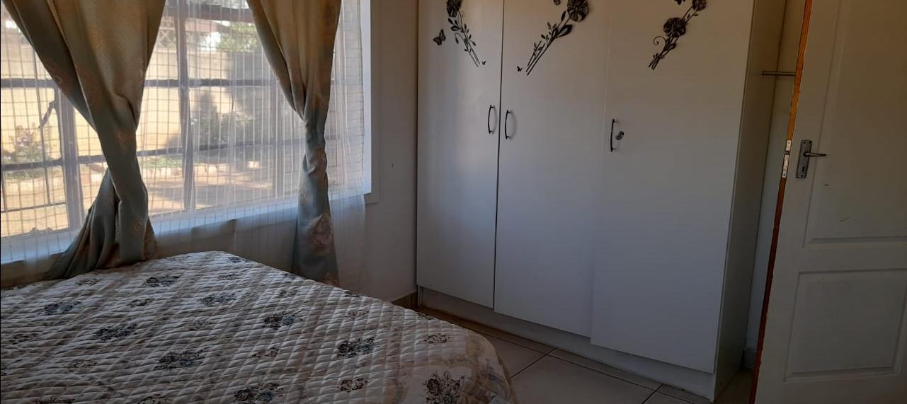 Lindo Park 3 bedroom house plus 2bedroom flat