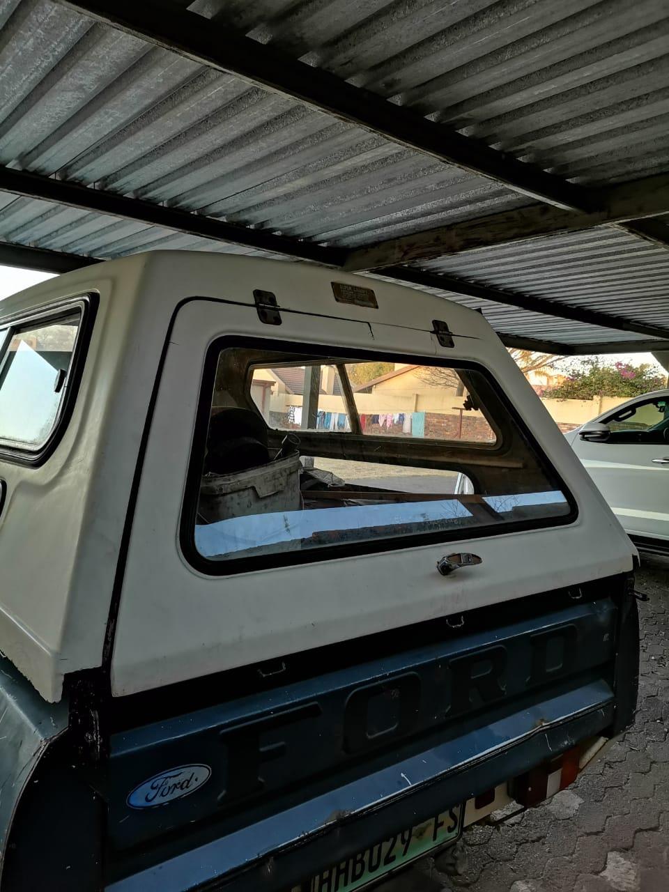 Ford Cortina 1984 3l canopy
