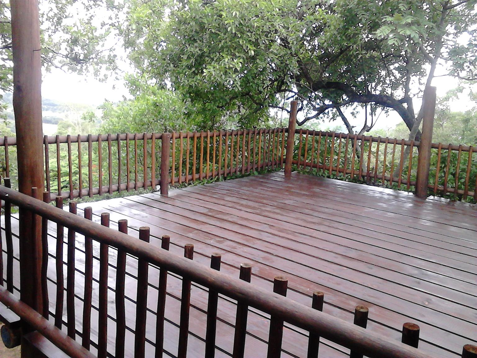 HOUSE FOR SALE :Holiday Home in Hazyview  - sleeps 6 max, 3 beds, 2 baths, living room, deck with lowveld view HENNIE 083 937 9263