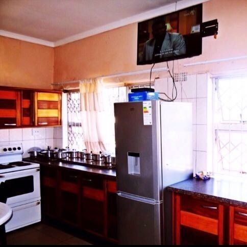 students rooms/accommodation available R600