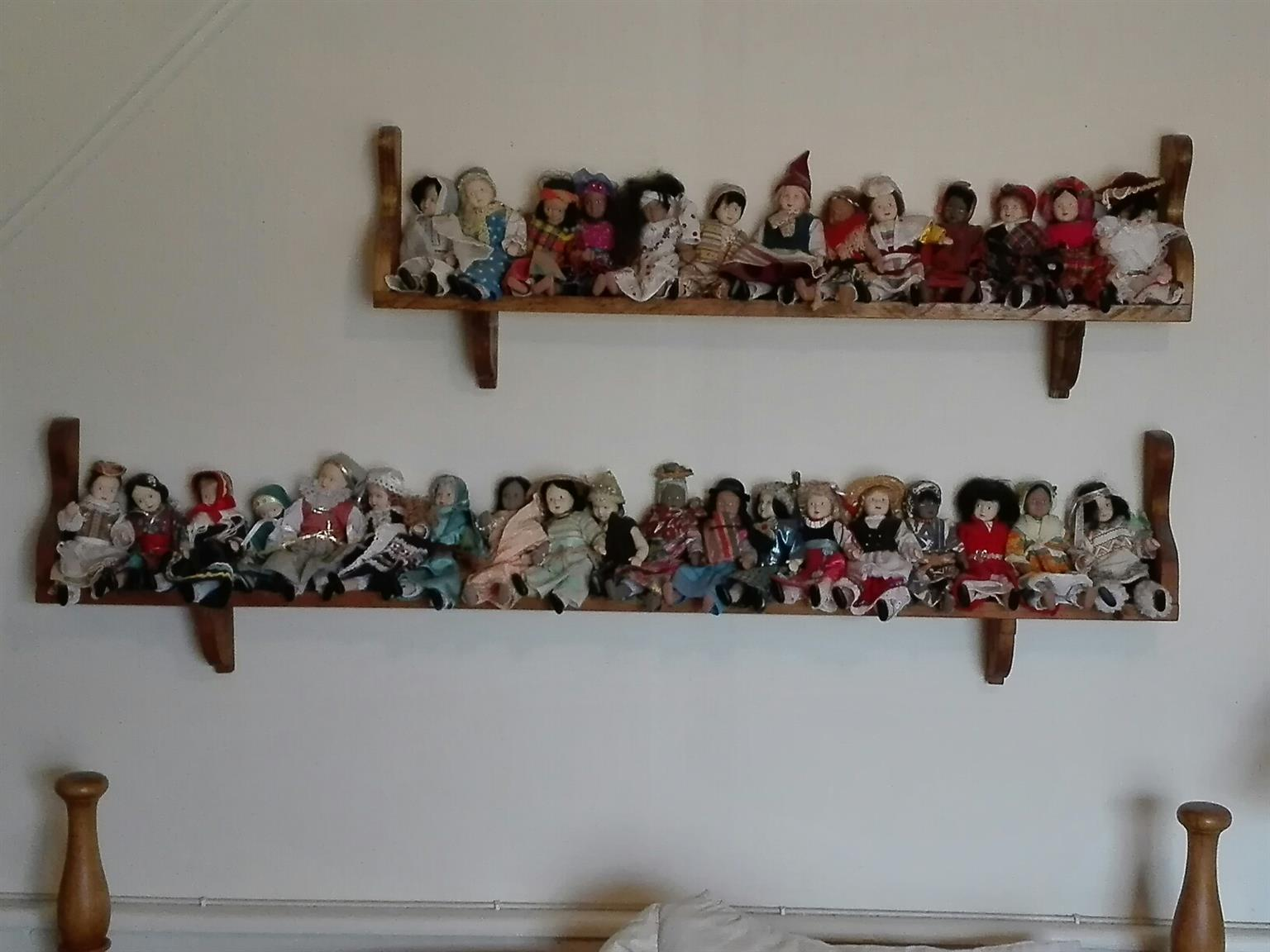 Porcelain dolls, World collection