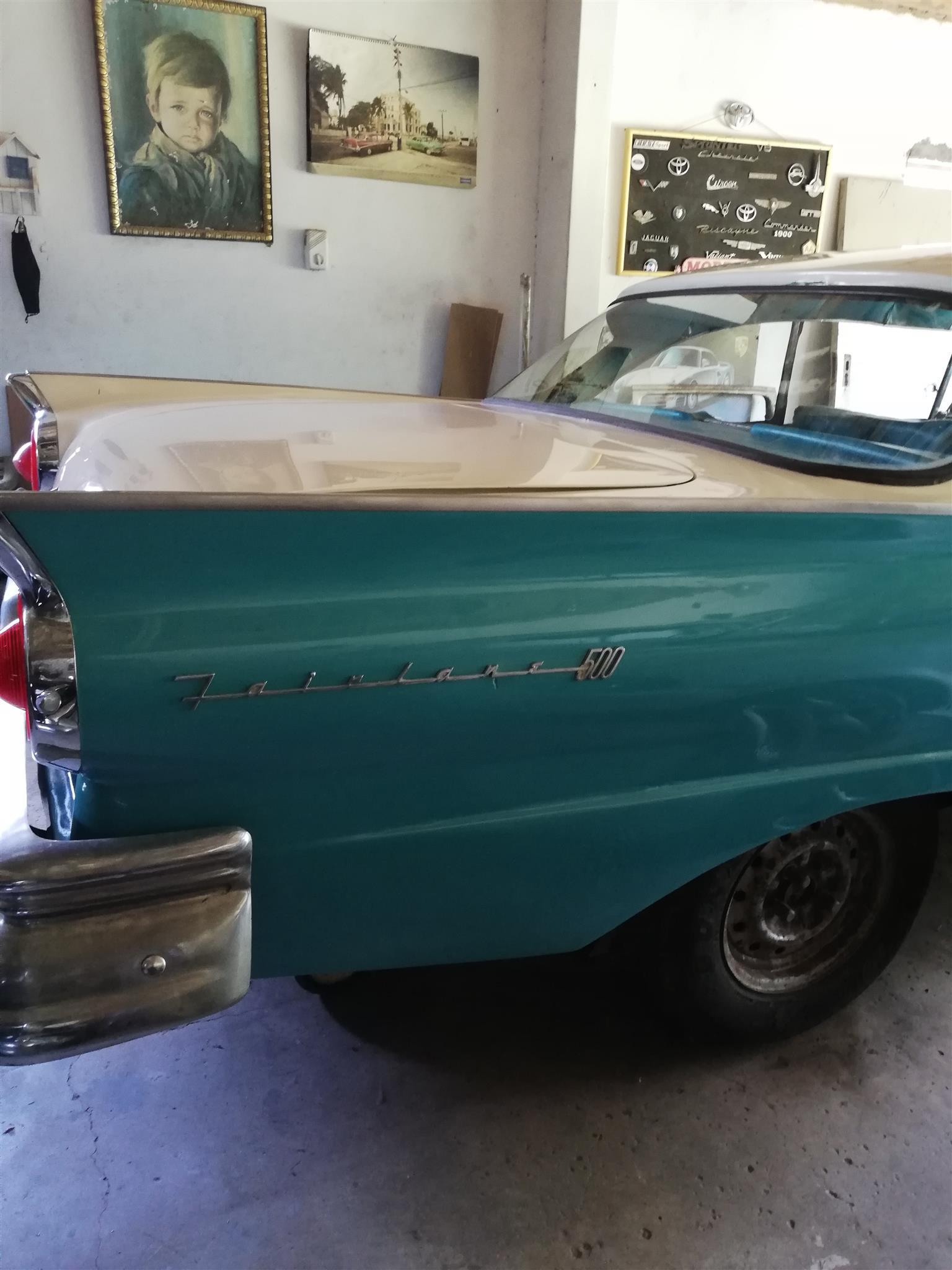 1957 Ford Fairlane , Victoria Sedan