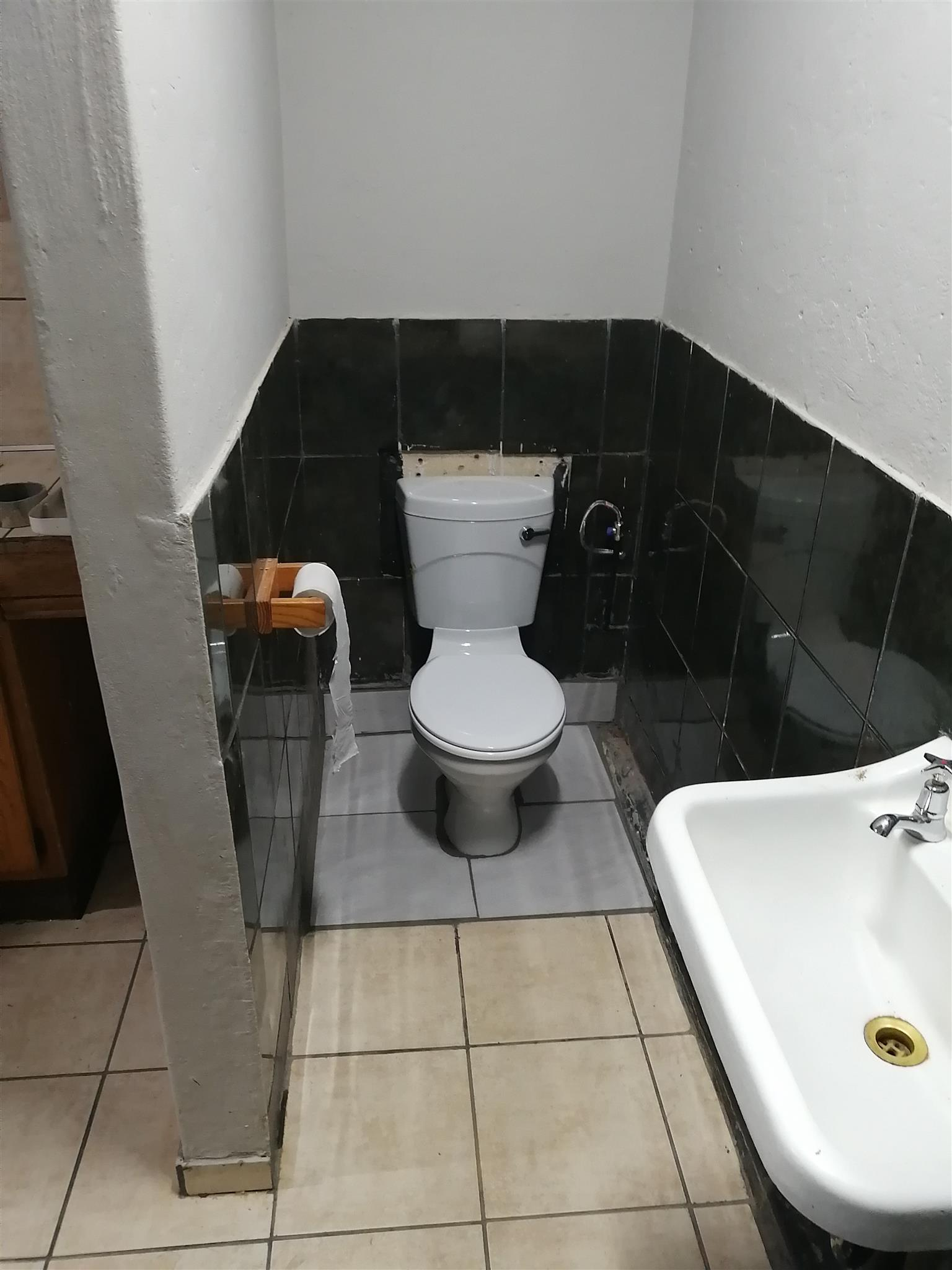 Bachelors flat / Outside Room in Booysens PTA