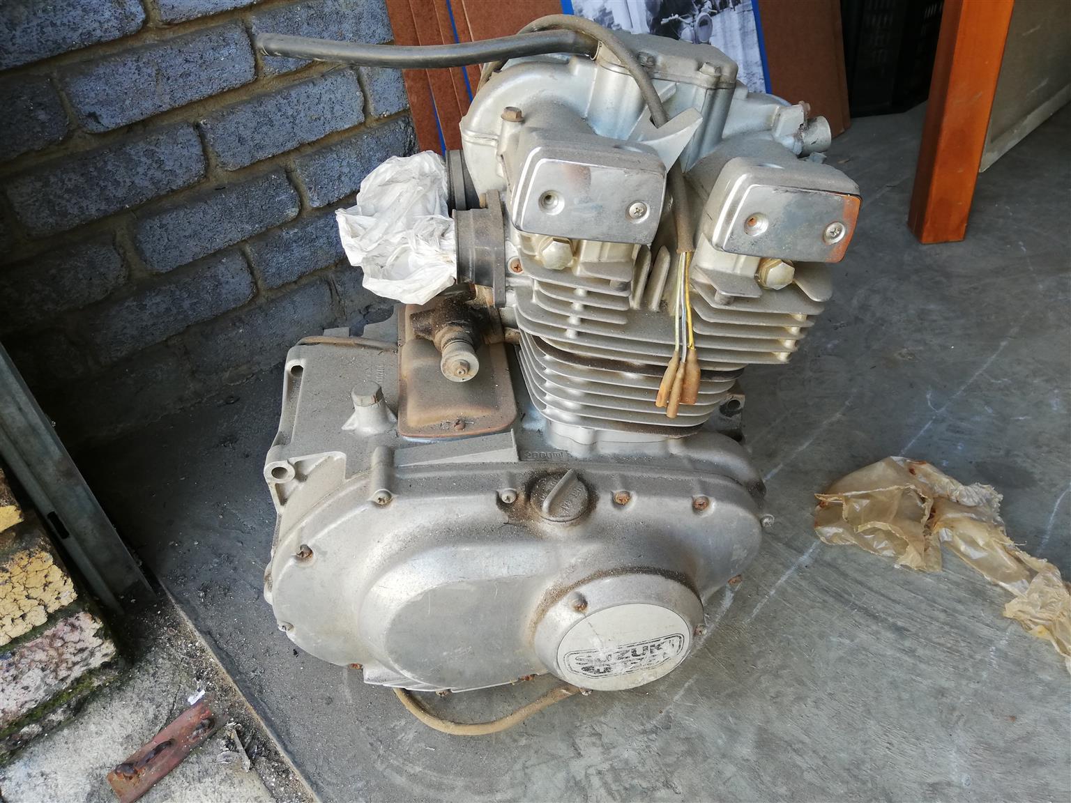 Suzuki gs 250 twin