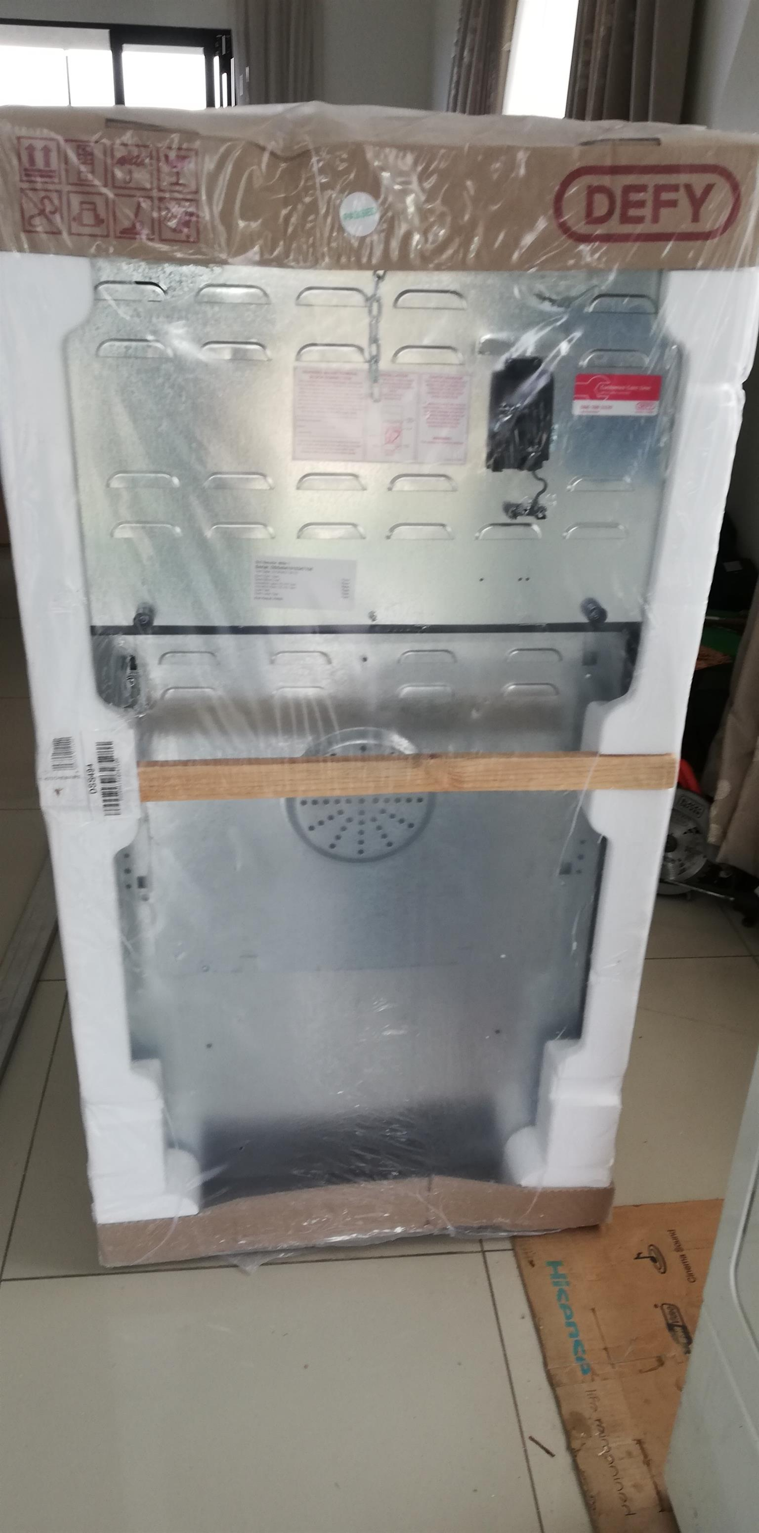 DEFY DSS494 621 4 PLATE ELECTRIC STOVE BRAND NEW WITH WARRANTY