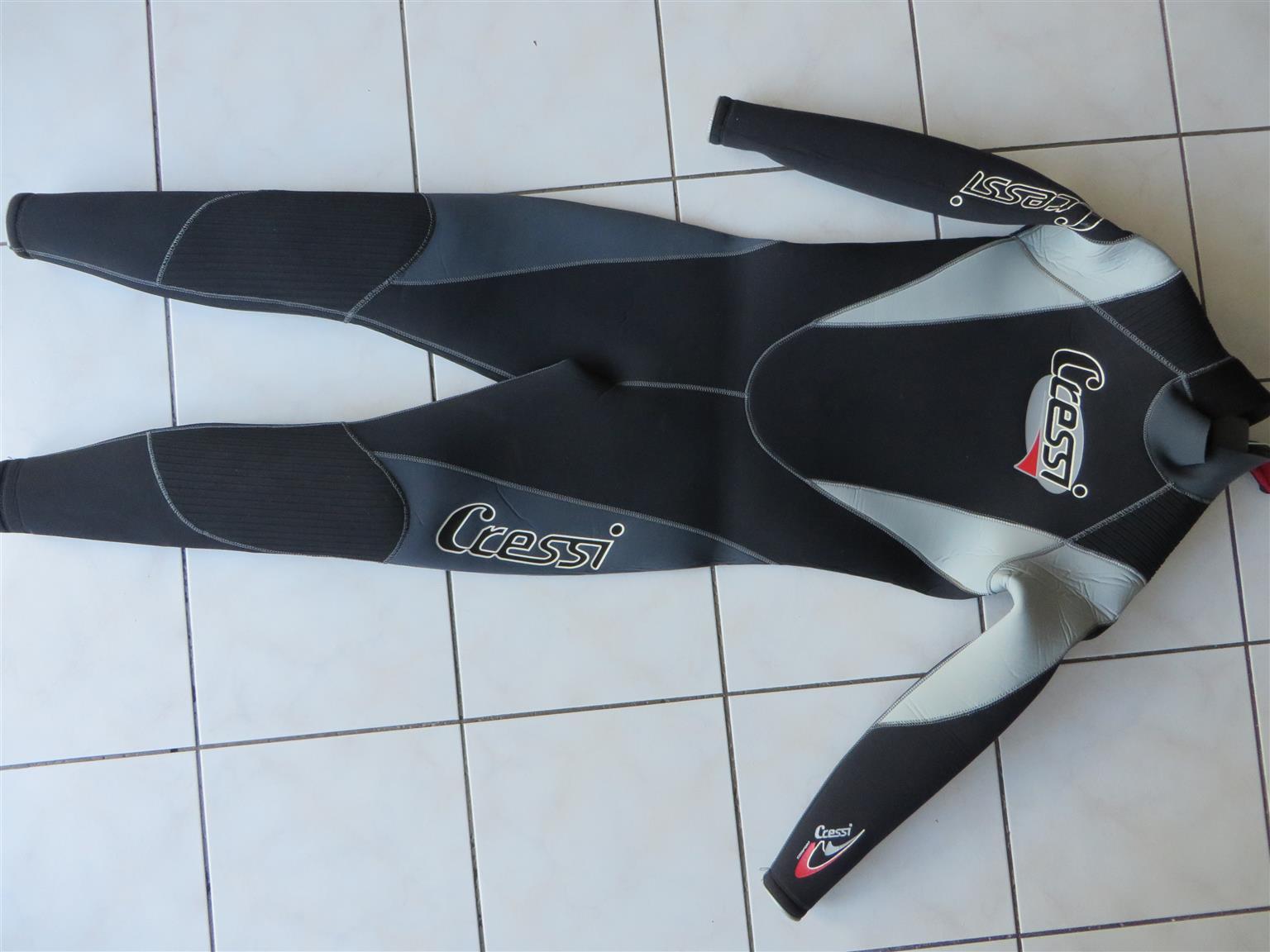Scuba diving - wet suit