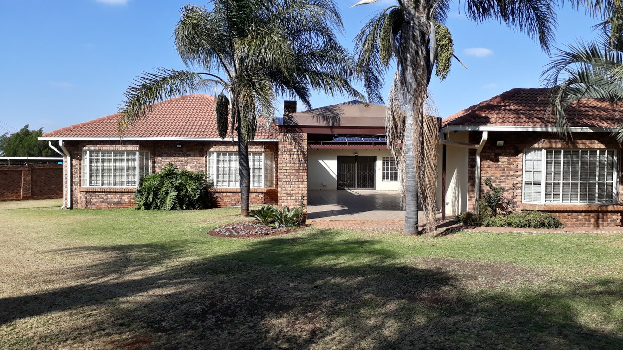 6 Bedroom House To Rent In Olympus A H Junk Mail