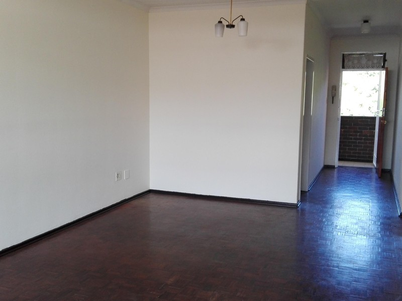 Witpoortjie 1 bedroom apartment across the road from the big pick & pay R2680