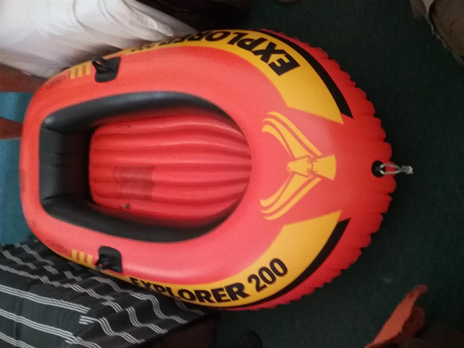 Explorer 200 with 2 X Oars