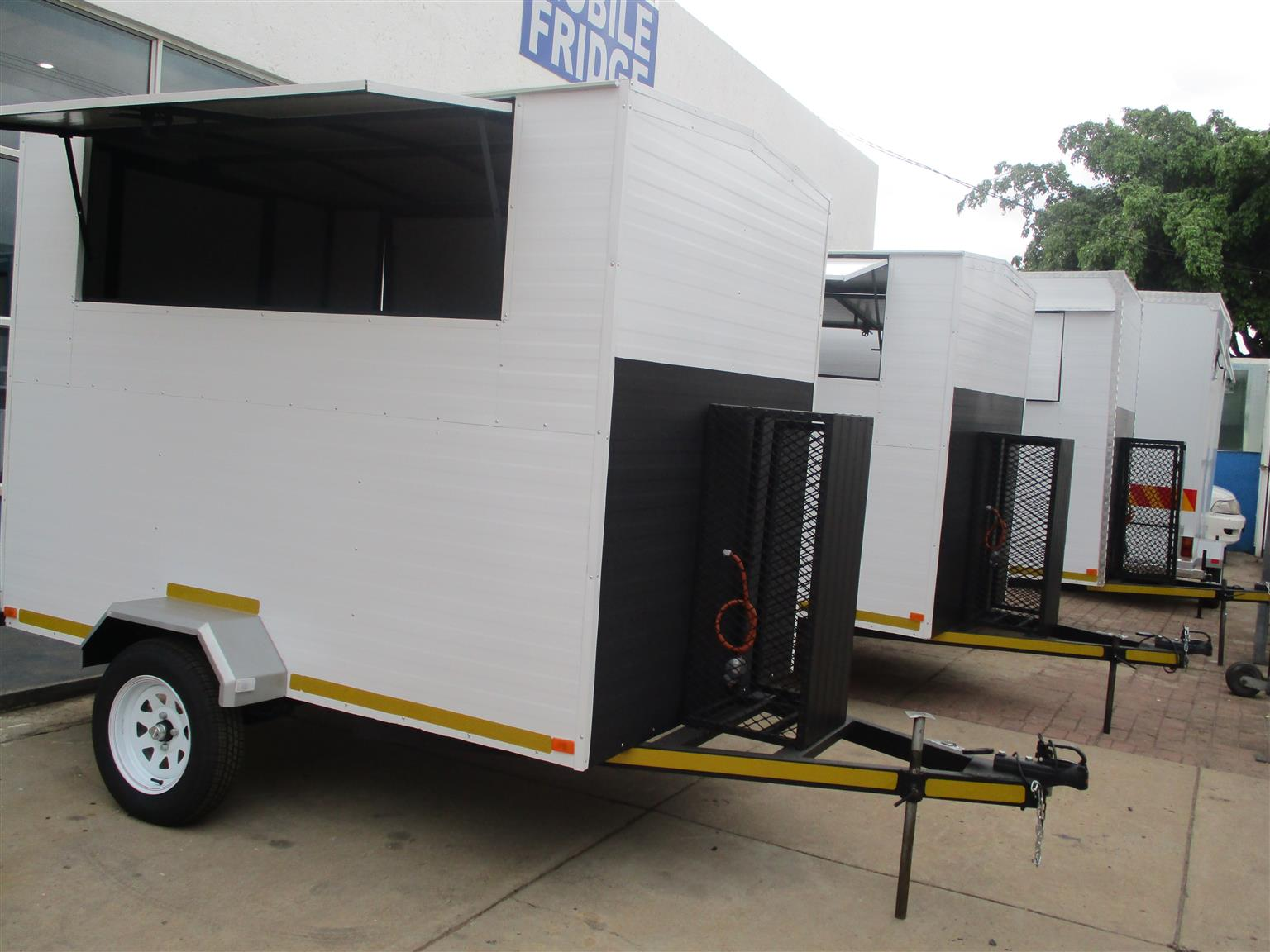 Special On 2 5m Mobile Kitchen For Sale Junk Mail