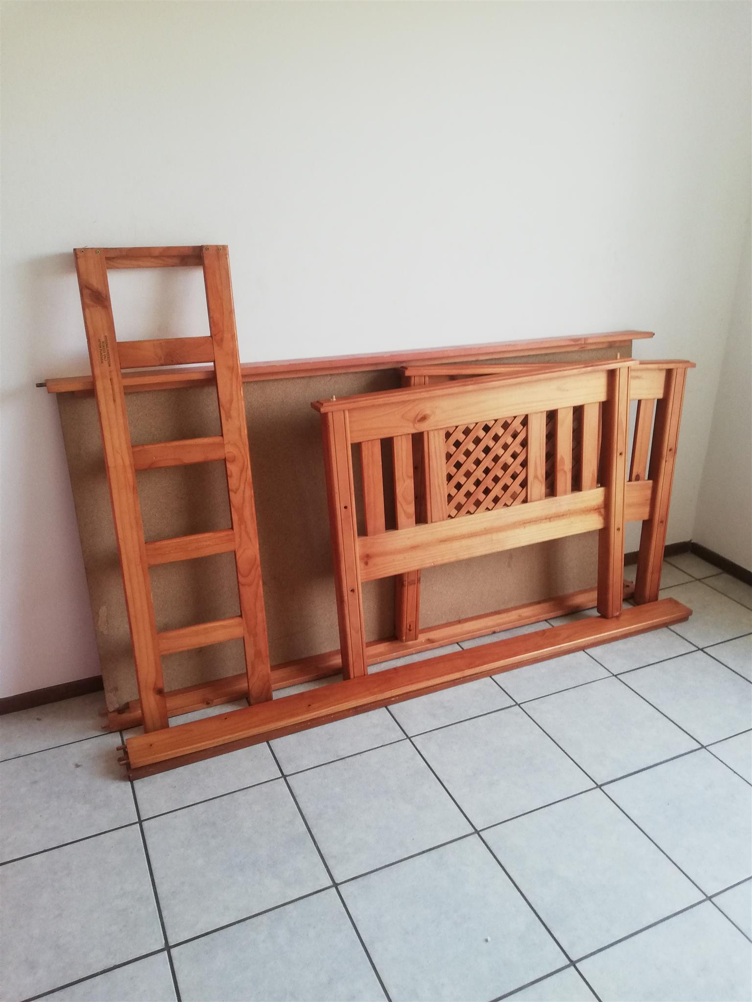 Selling my double bunk and other stuff for R2000