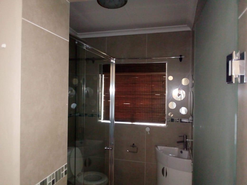 Beautiful 3bedroom house is available in Primrose, Batavia str 04/07/2020