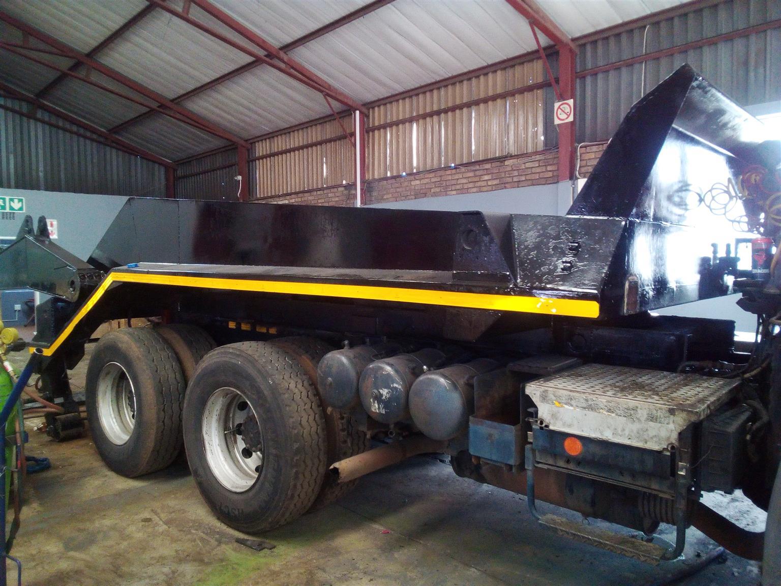 Nissan UD390 16 Ton Skip Truck