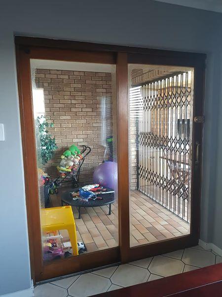 2 wooden sliding doors