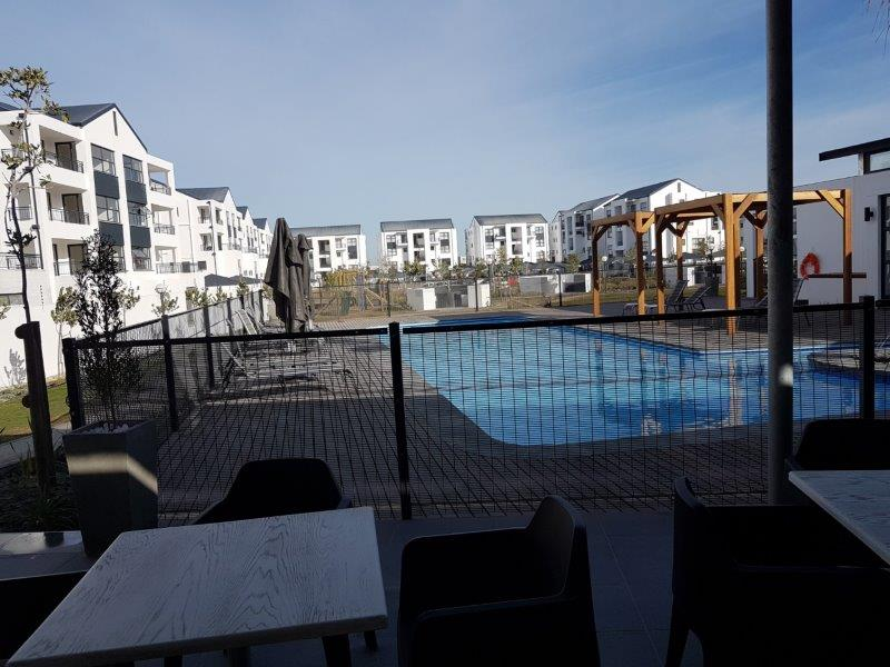 Amazing one bedroom apartment in lifestyle center.R8500 p/m in the Bloubergstrand area, Cape Town