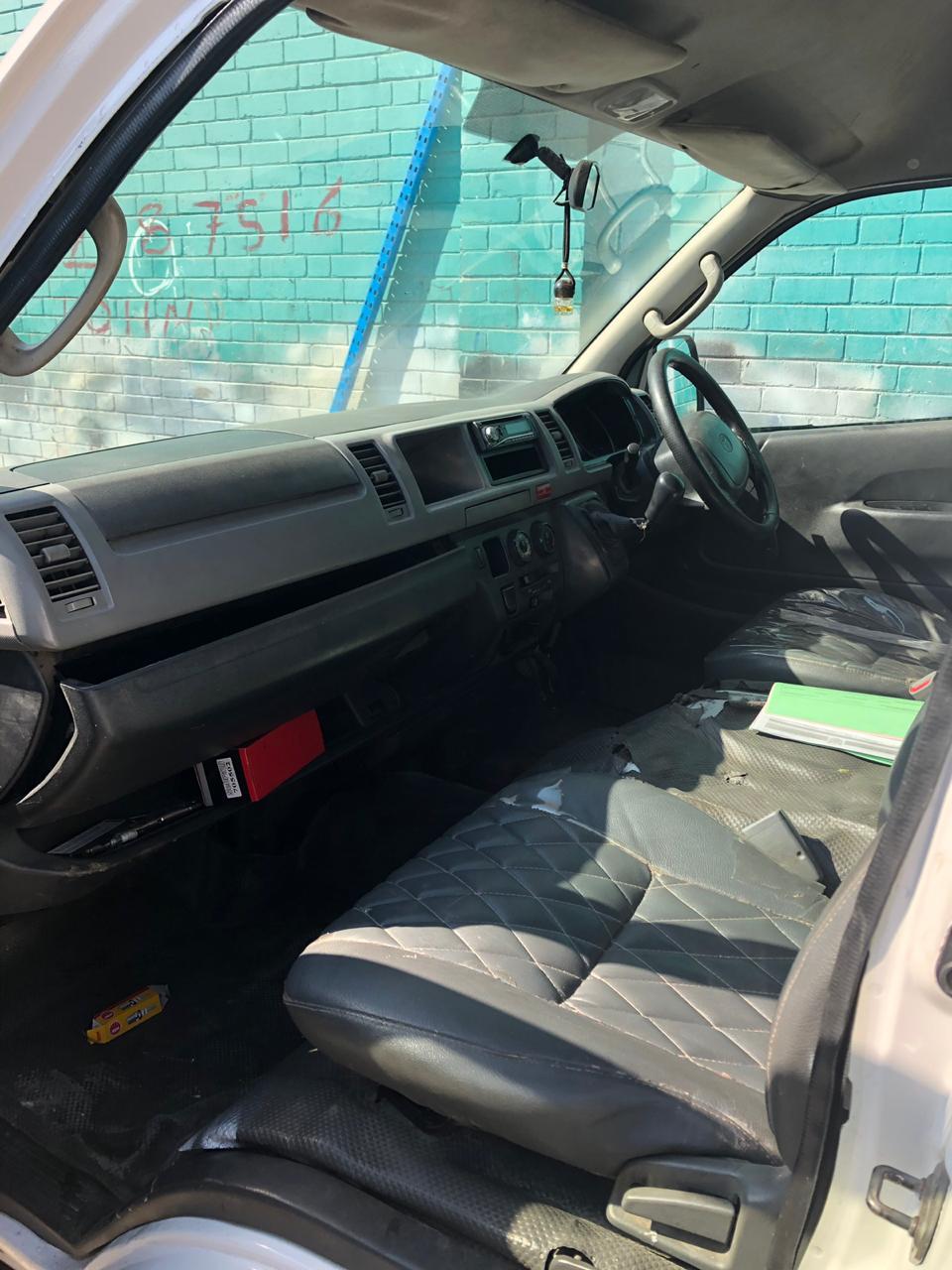 2010 Toyota Quantum 2.7 GL 14 seater bus