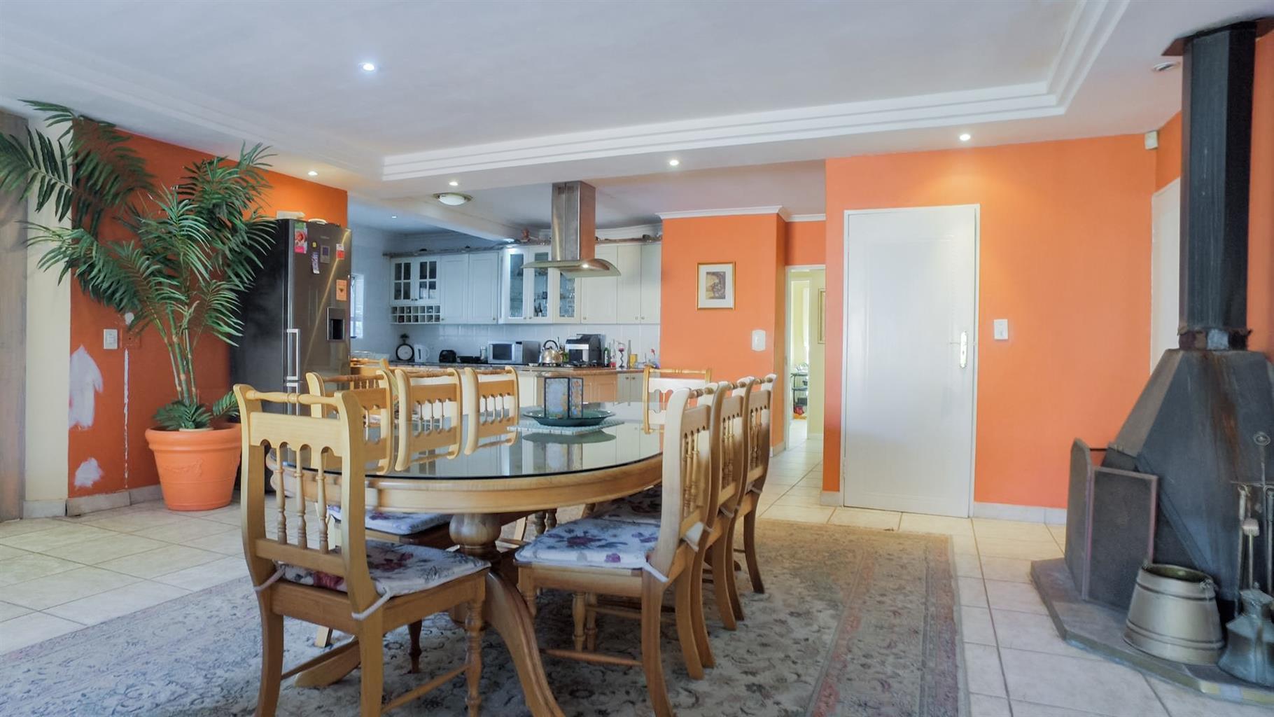 9 Bedroom house in Loevenstein Cape Town