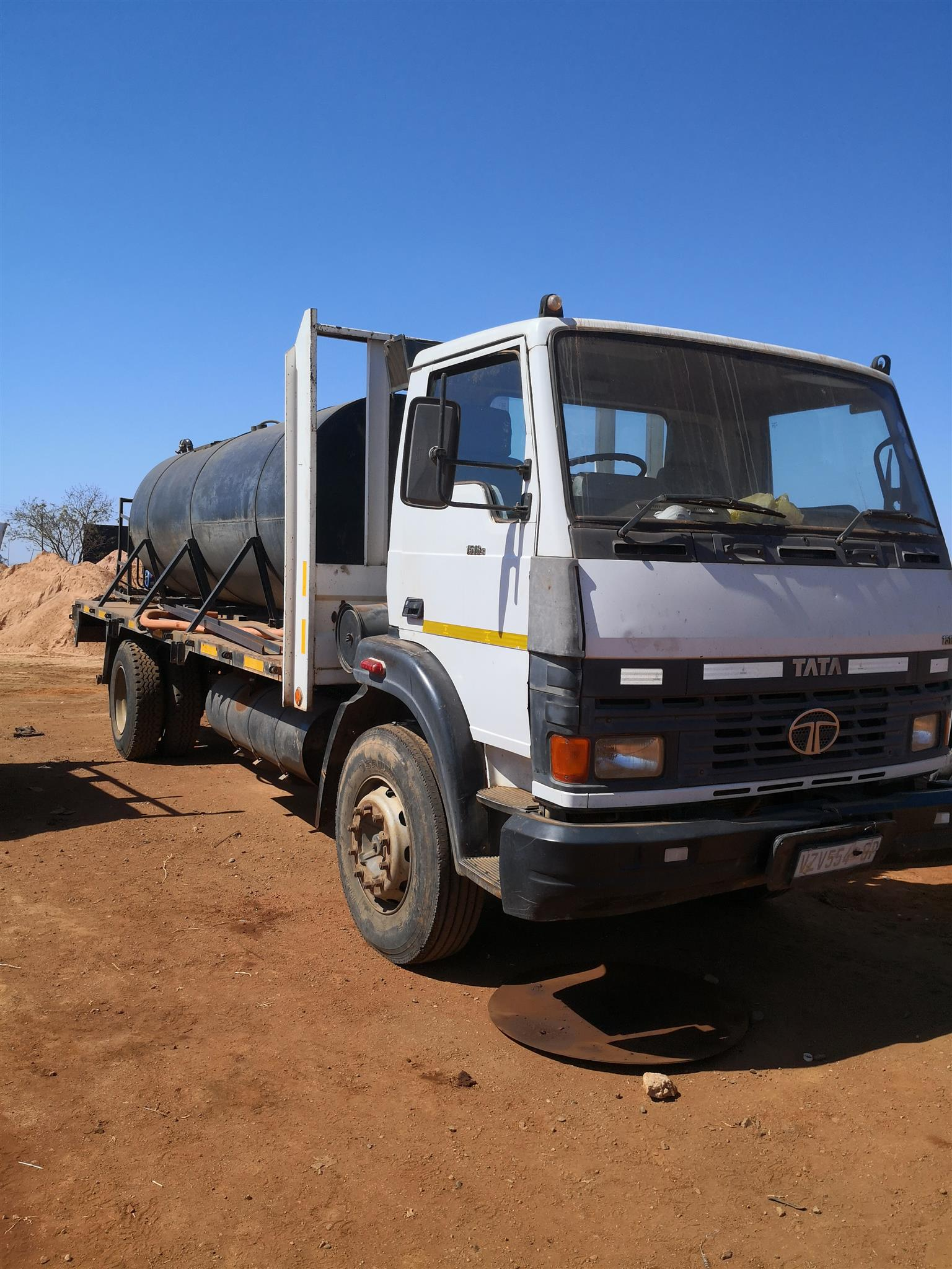 Water tank truck for hire