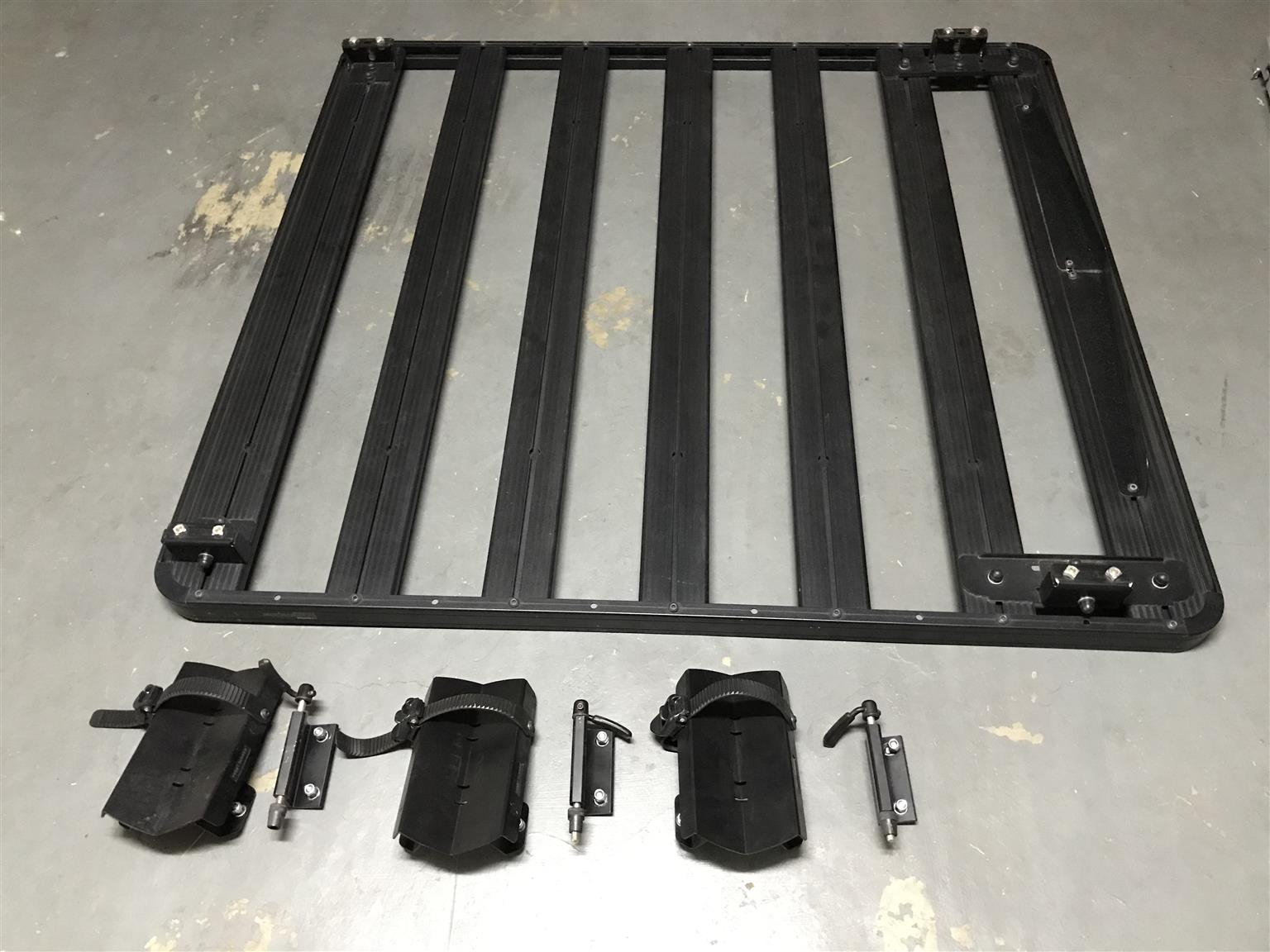 Front Runner Roof rack with 3 bike rack