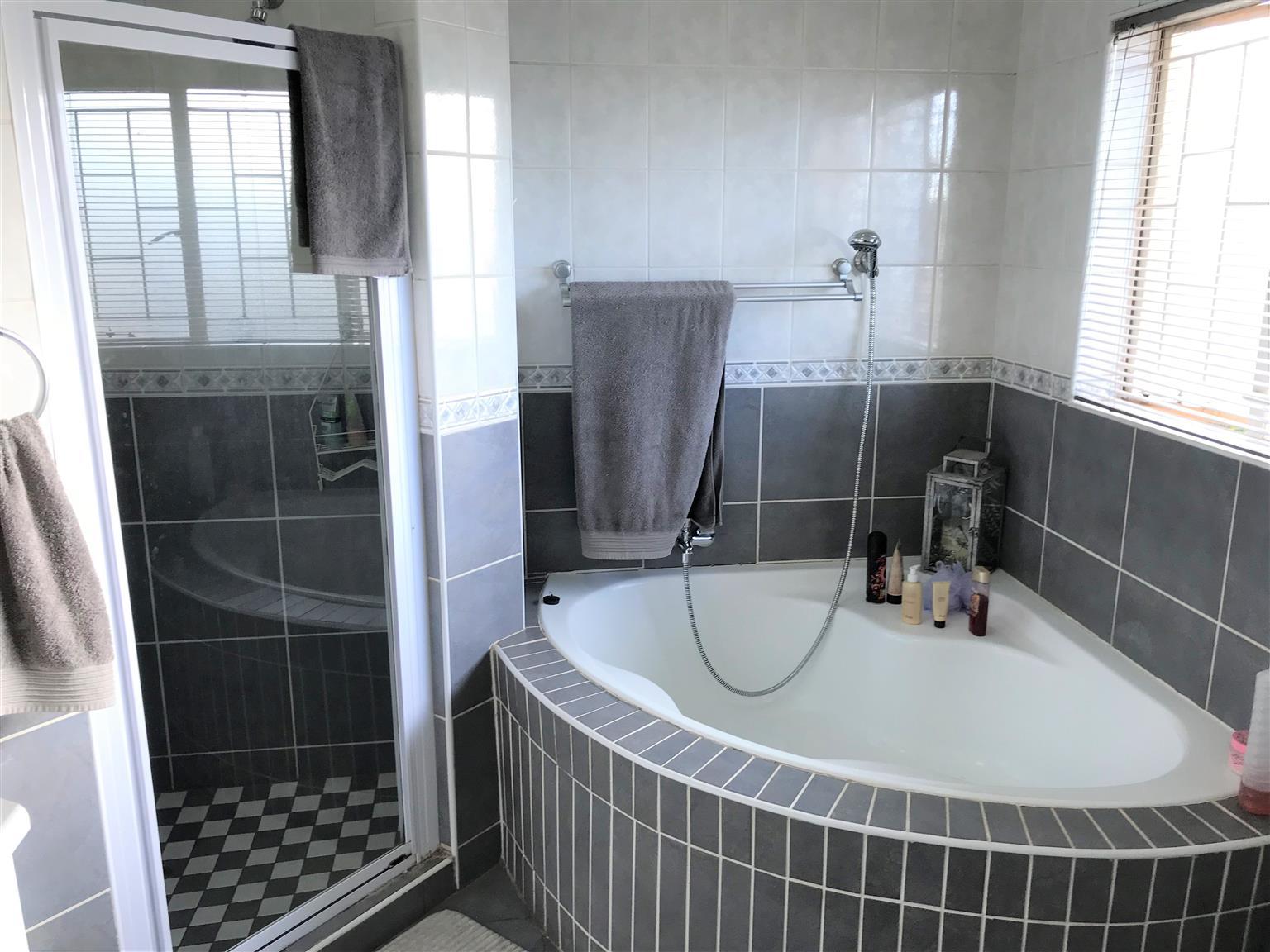 3 Bedroom House in Rooihuiskraal