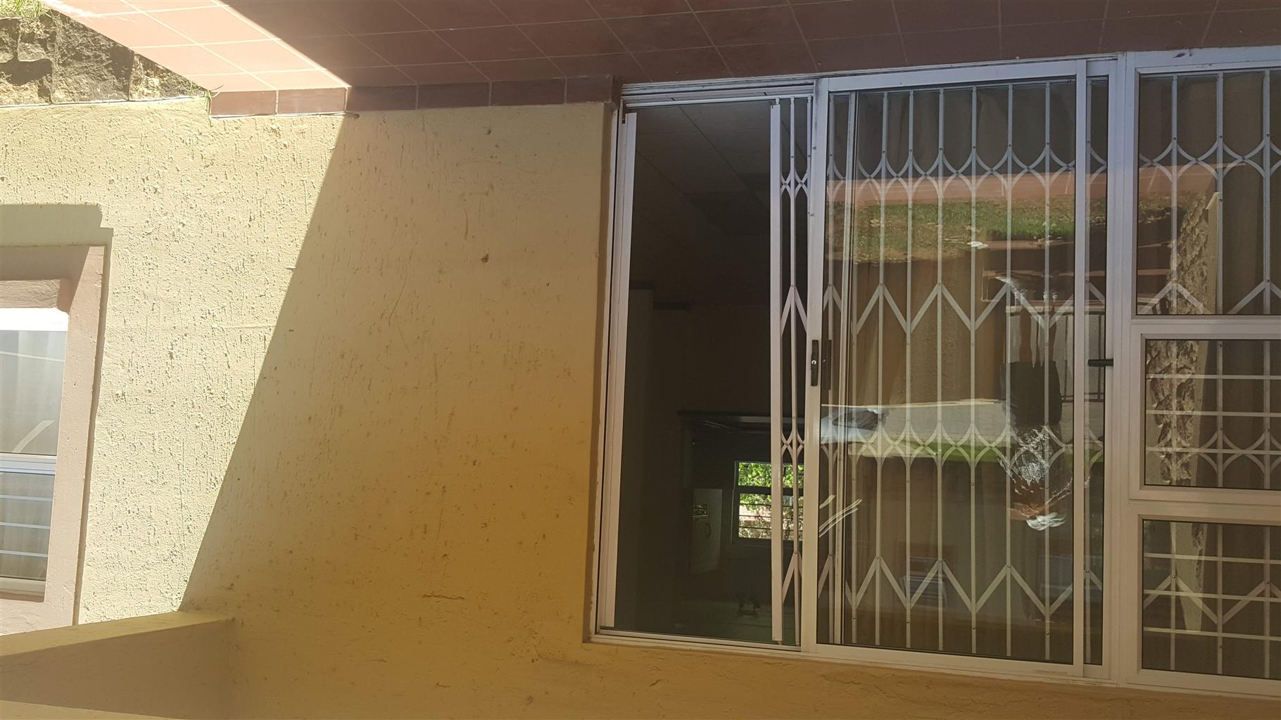 Beautiful two bedroom flat in security complex Inyanga , Simba rd 2, Sunninghill , Sandton.