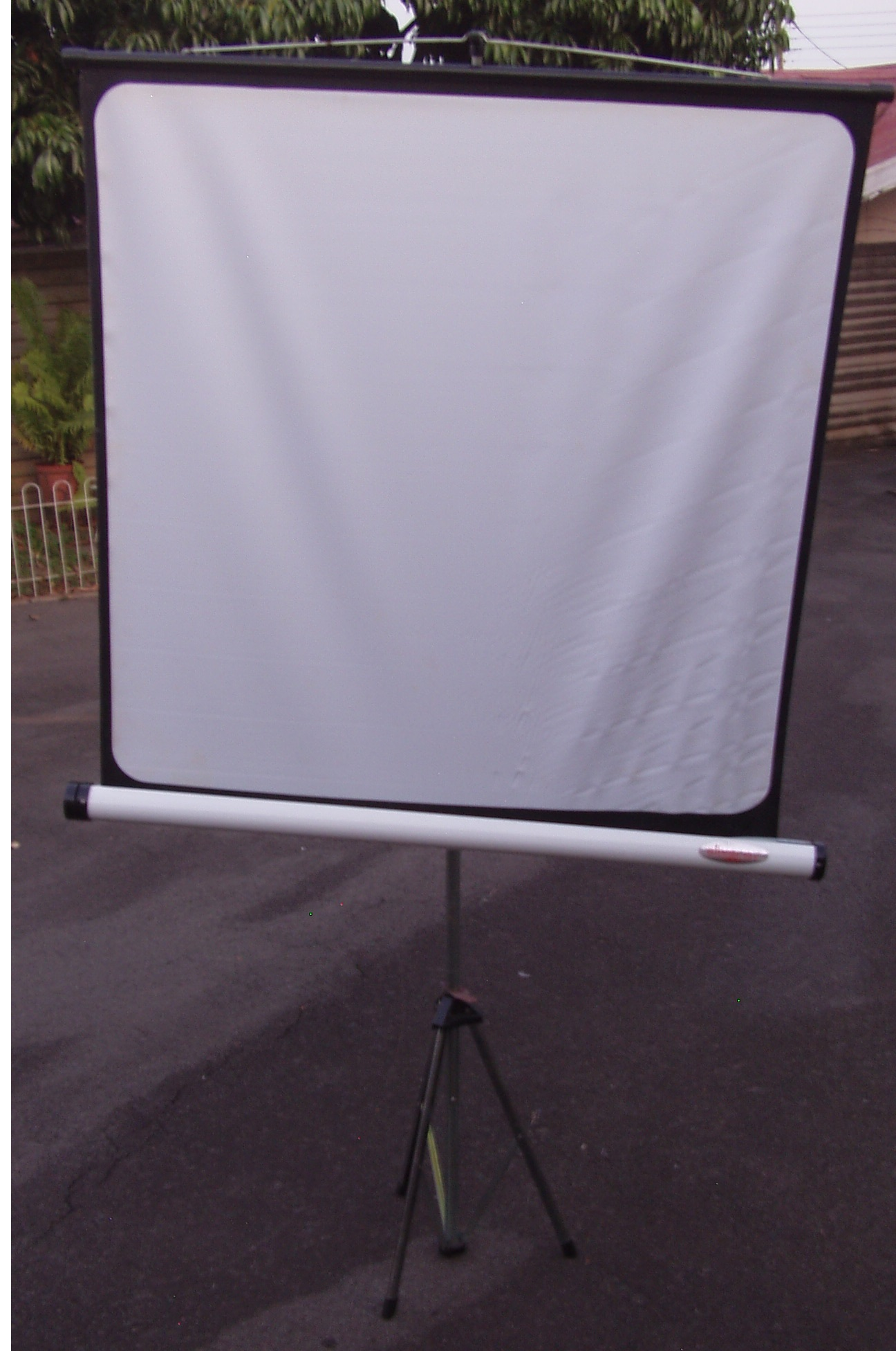 Projector Screen on Stand - 1000mm x 1000mm