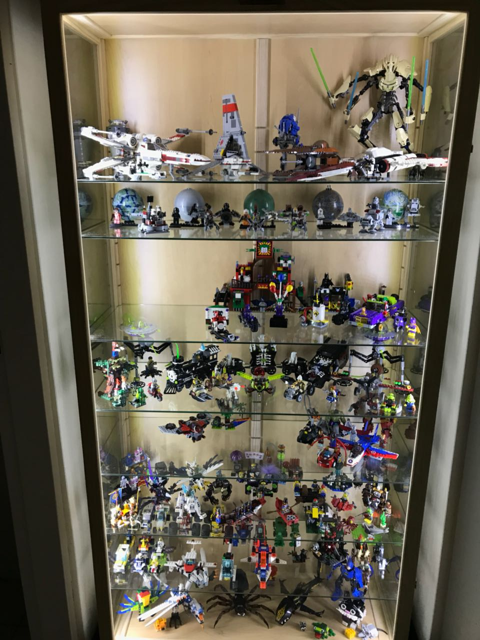 Action Figures Character And Collectibles Show Cases And