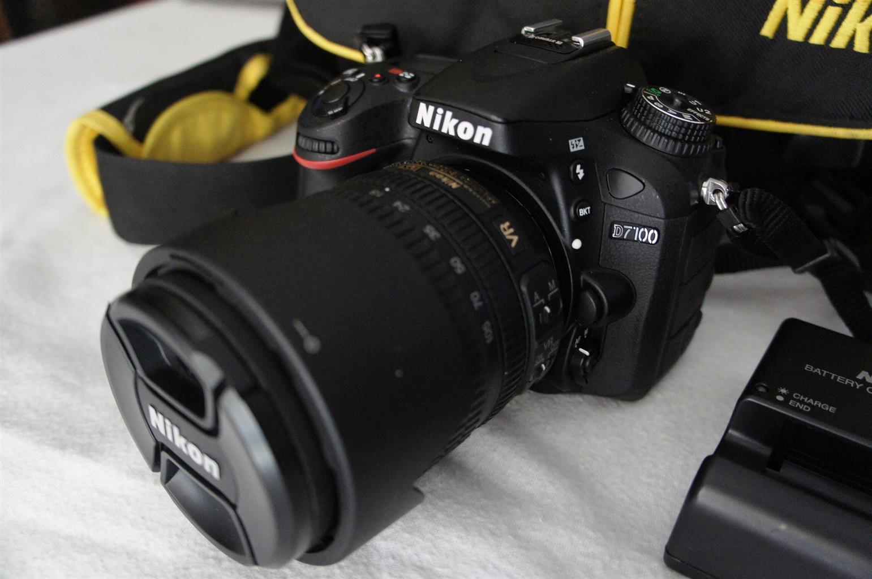 Nikon D7100 DSLR  24.1MP with 18-105 VR Lens