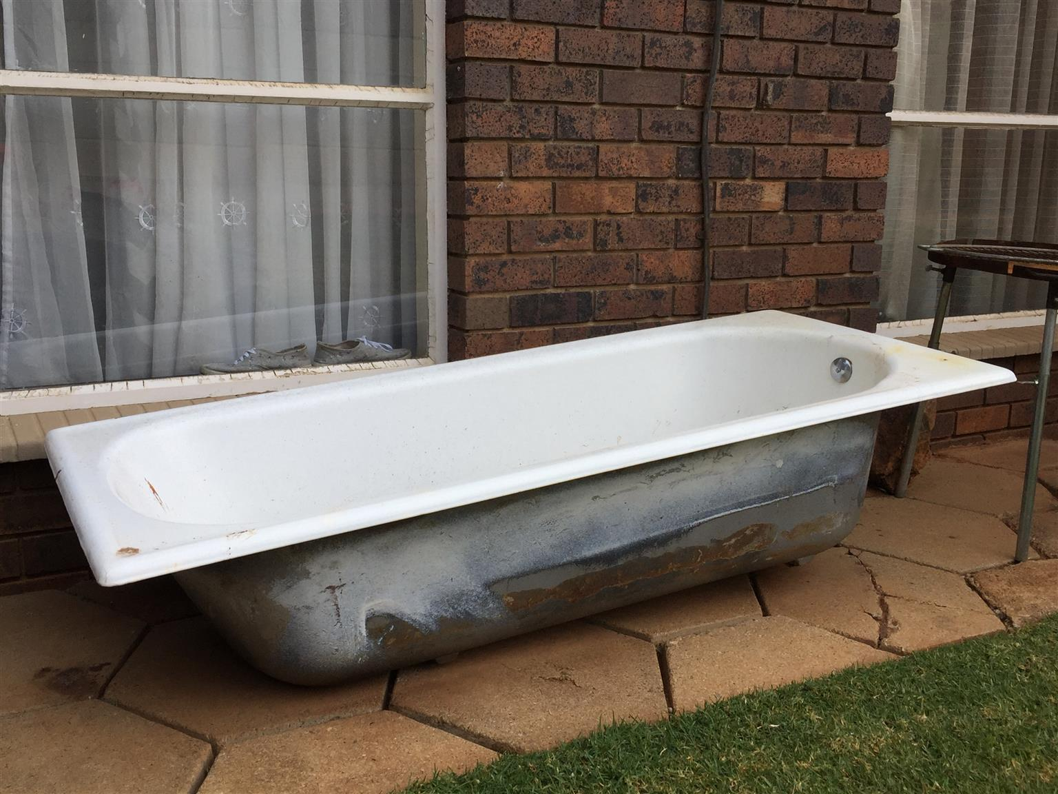 Cast iron bath | Junk Mail