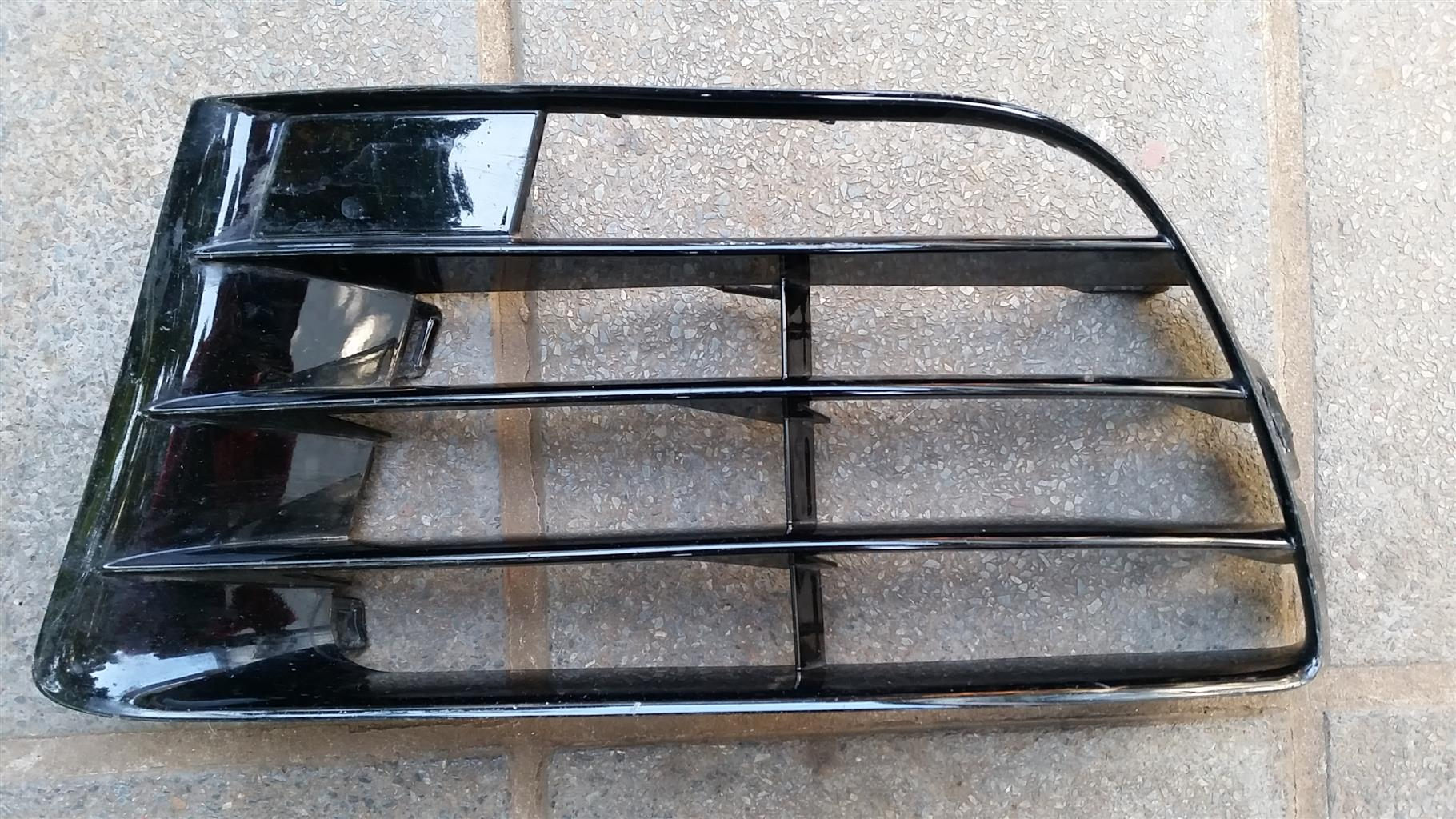 Golf 6 TSi-R front bumper skin ONLY & left grill