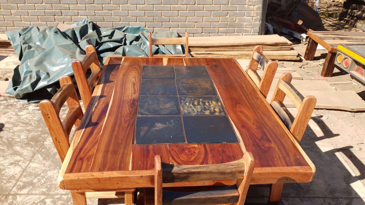 6sitplek tafel en stoele