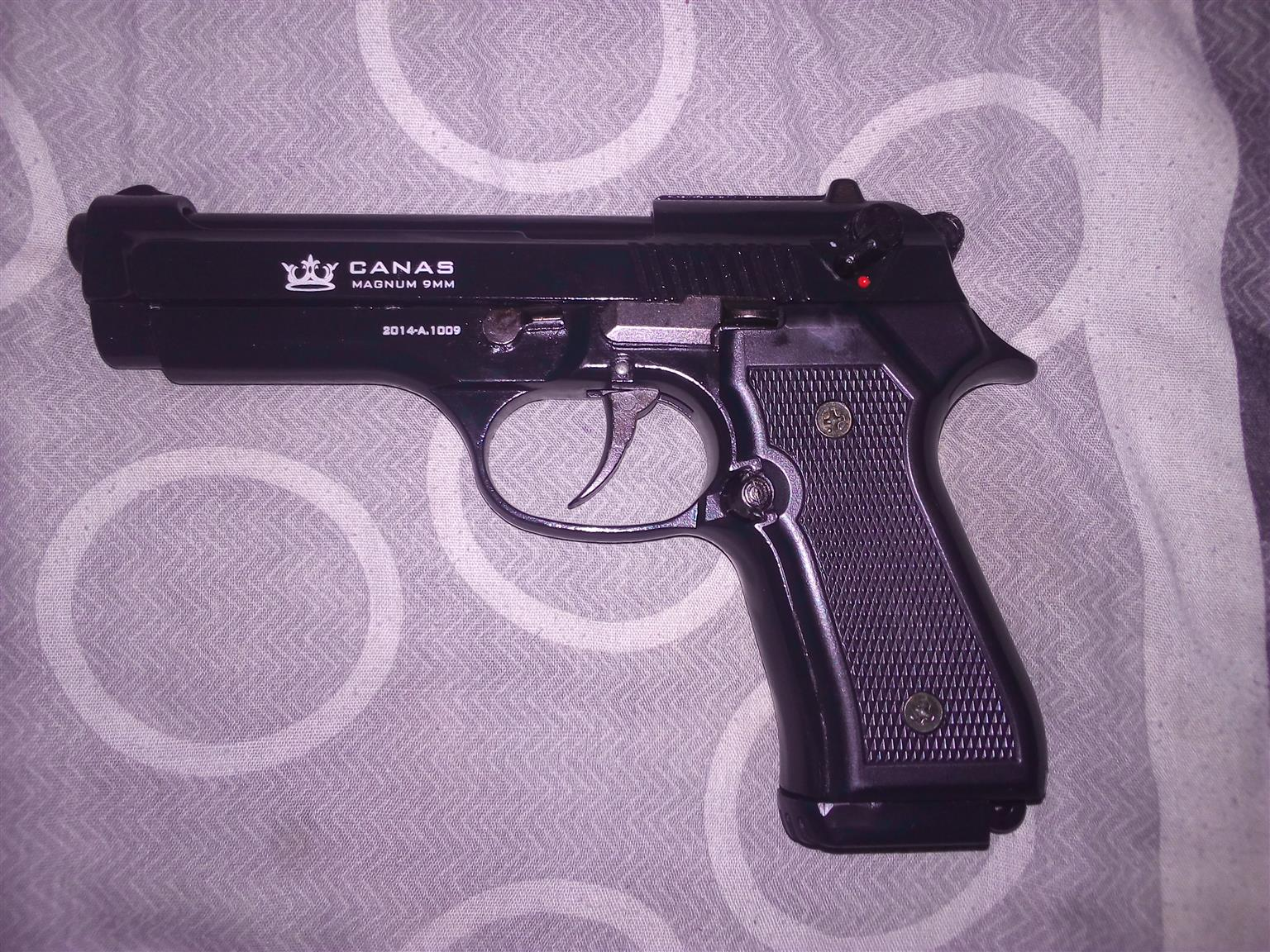 Self defense Canas pepper pistol (not real)