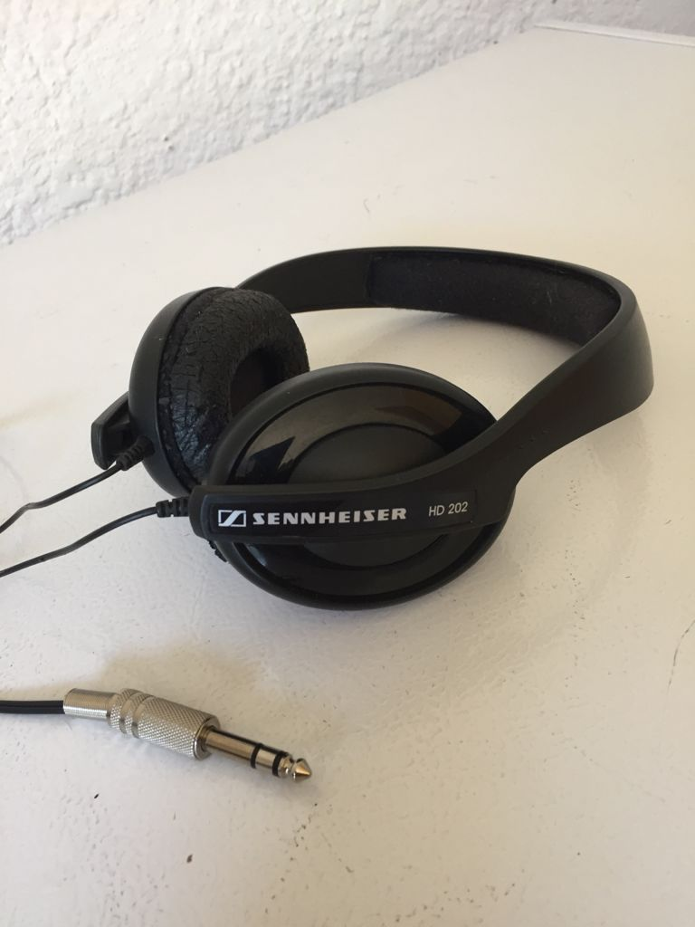SENNHEISER HD 202 Stereo Headphone with 3m Cable. R650.